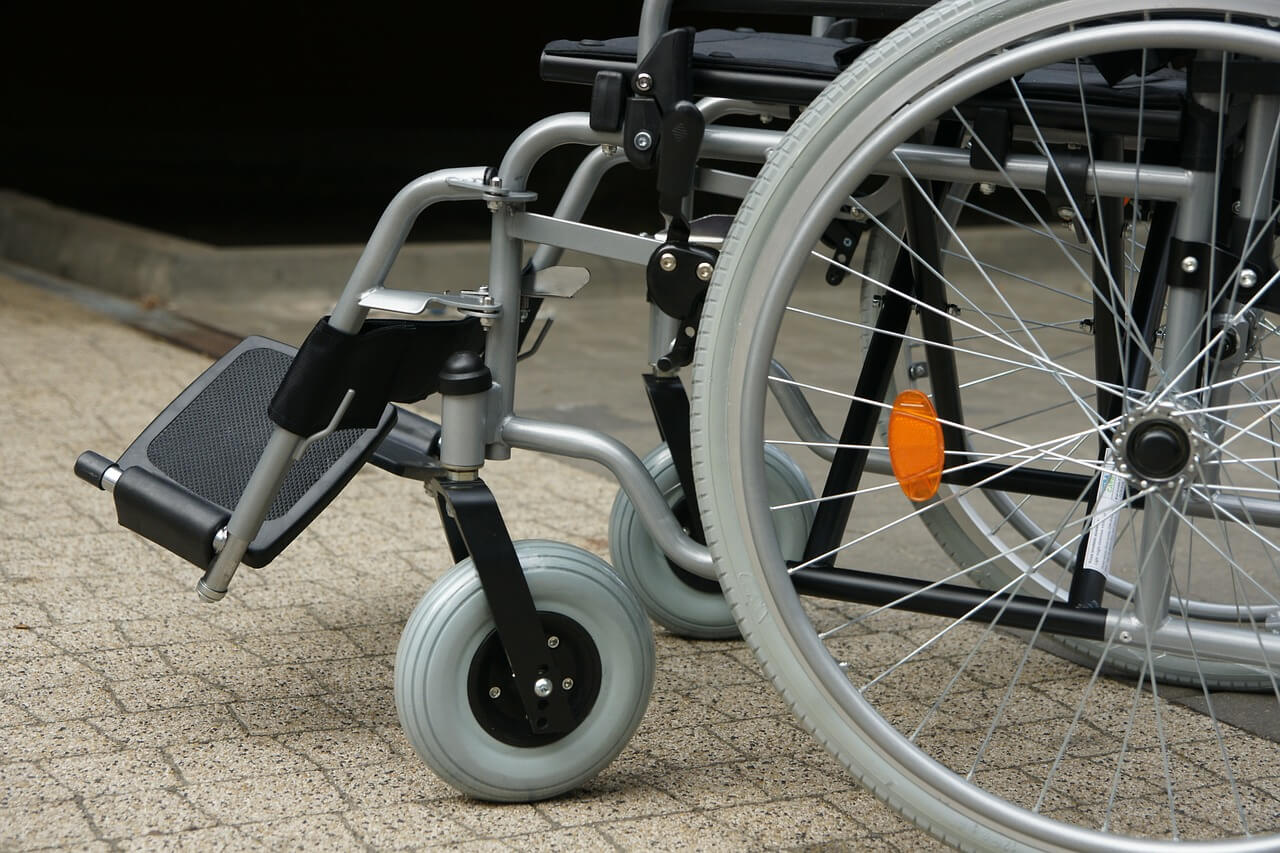 What are the Pros and Cons of a Manual Wheel Chair